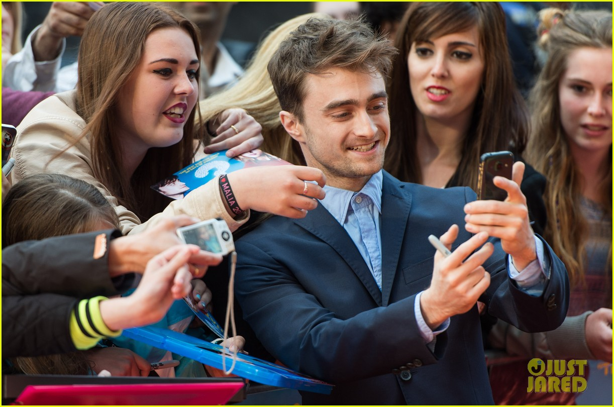 daniel radcliffe selfies what if uk premiere 103175260