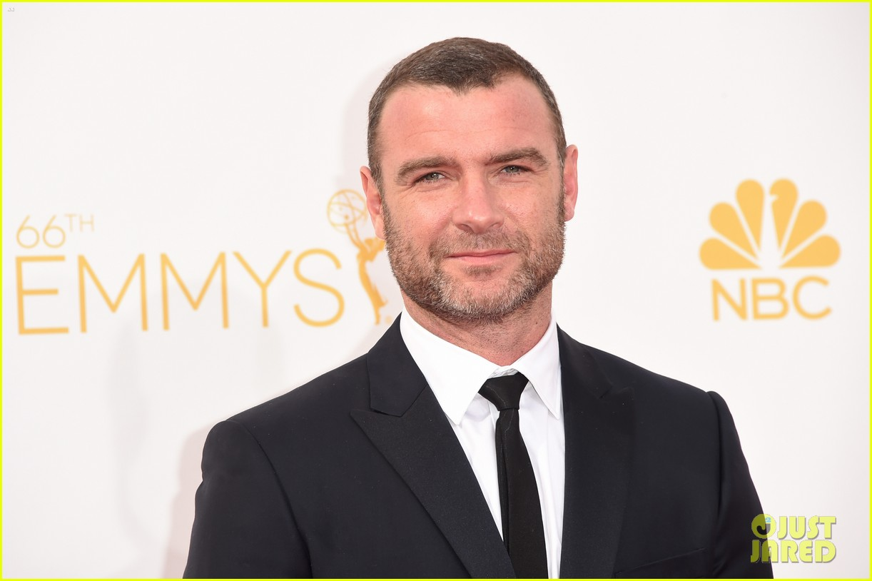 liev schreiber jeff daniels emmy awards red carpet 023183726