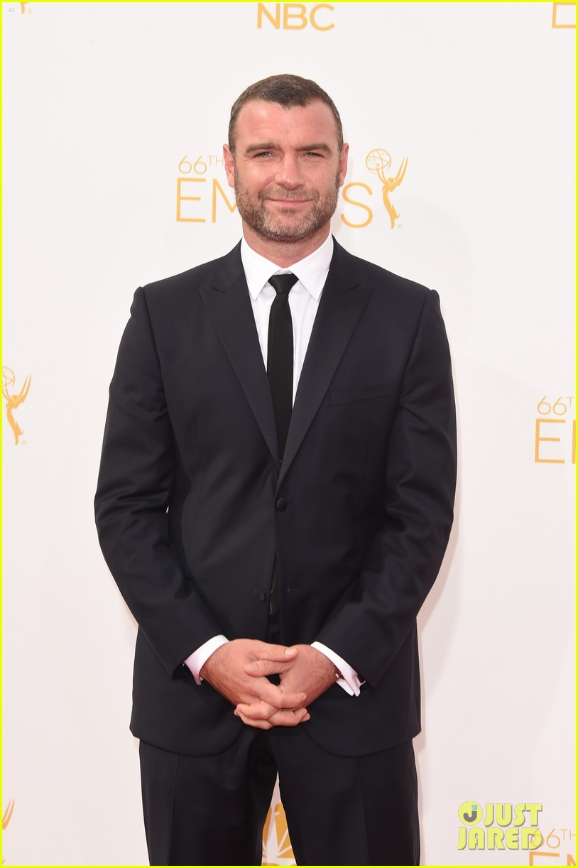 liev schreiber jeff daniels emmy awards red carpet 043183728