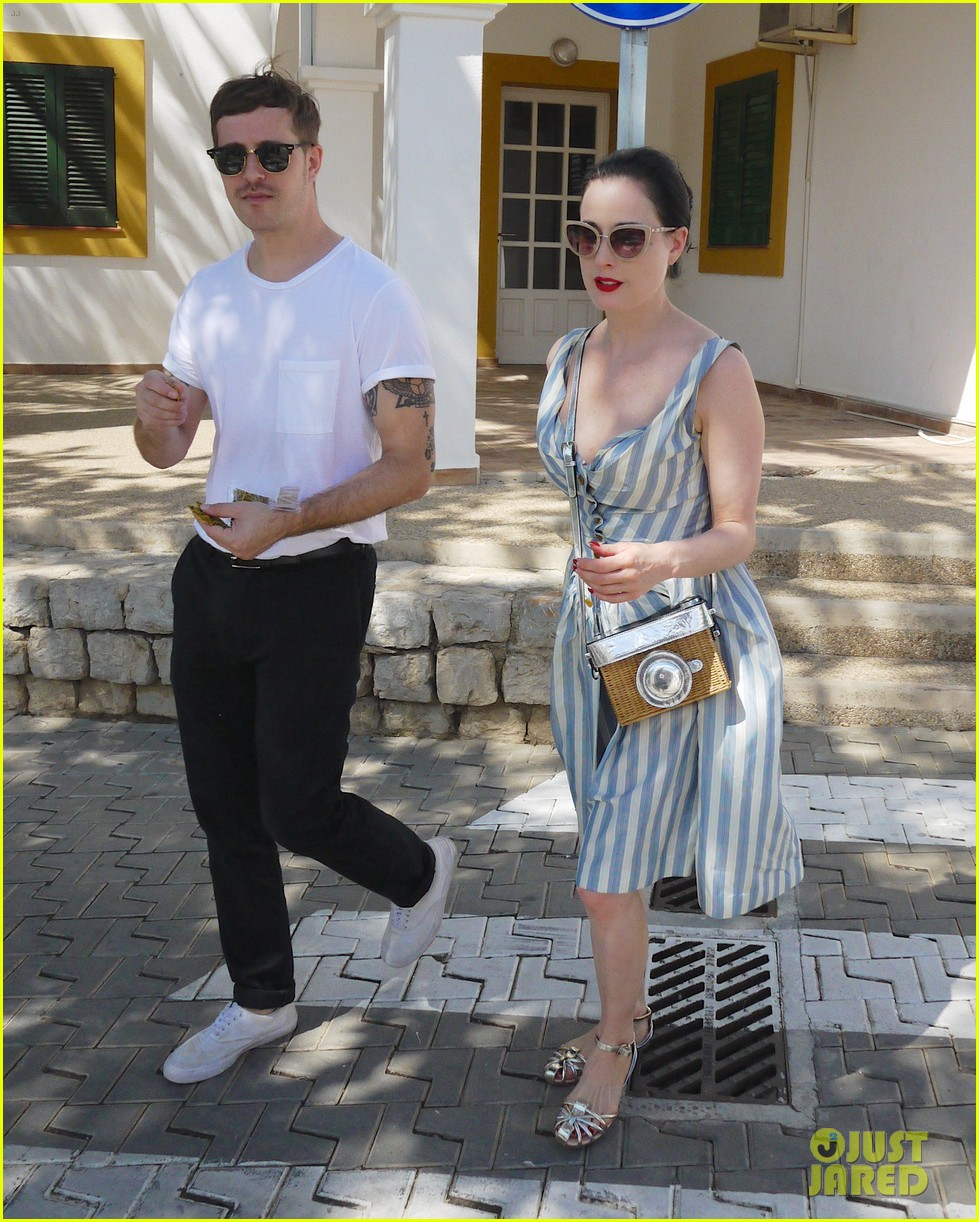 dita von teese replaces negative thoughts about body insecurities 043179052