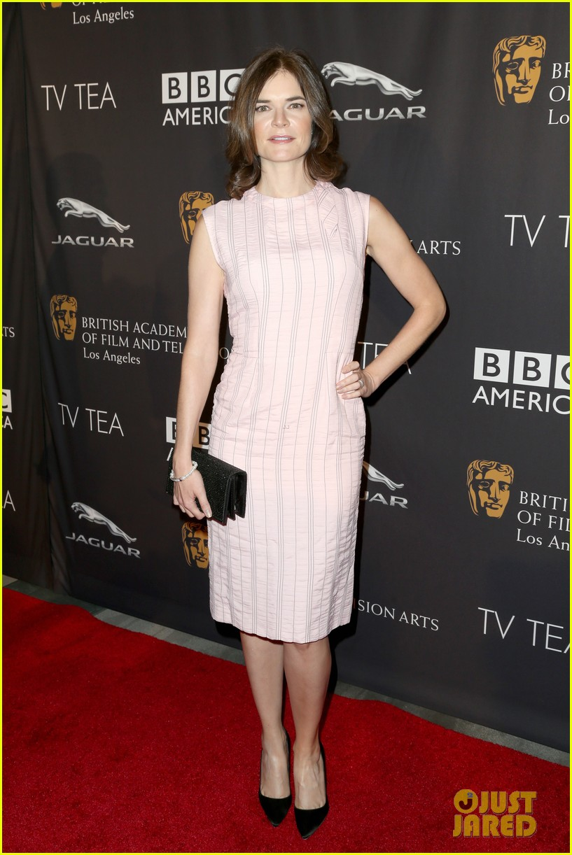 michelle dockery lizzy caplan bafta emmys party 063181740