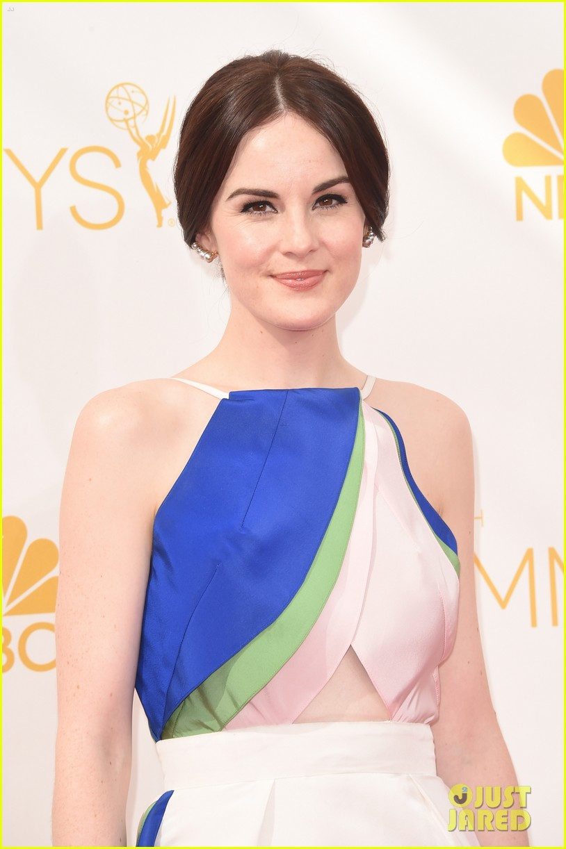 michelle dockery emmys 2014 red carpet 033183432