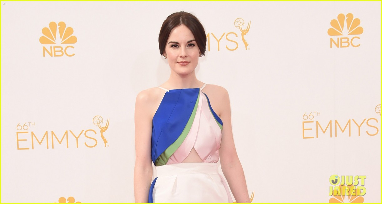 michelle dockery emmys 2014 red carpet 053183434