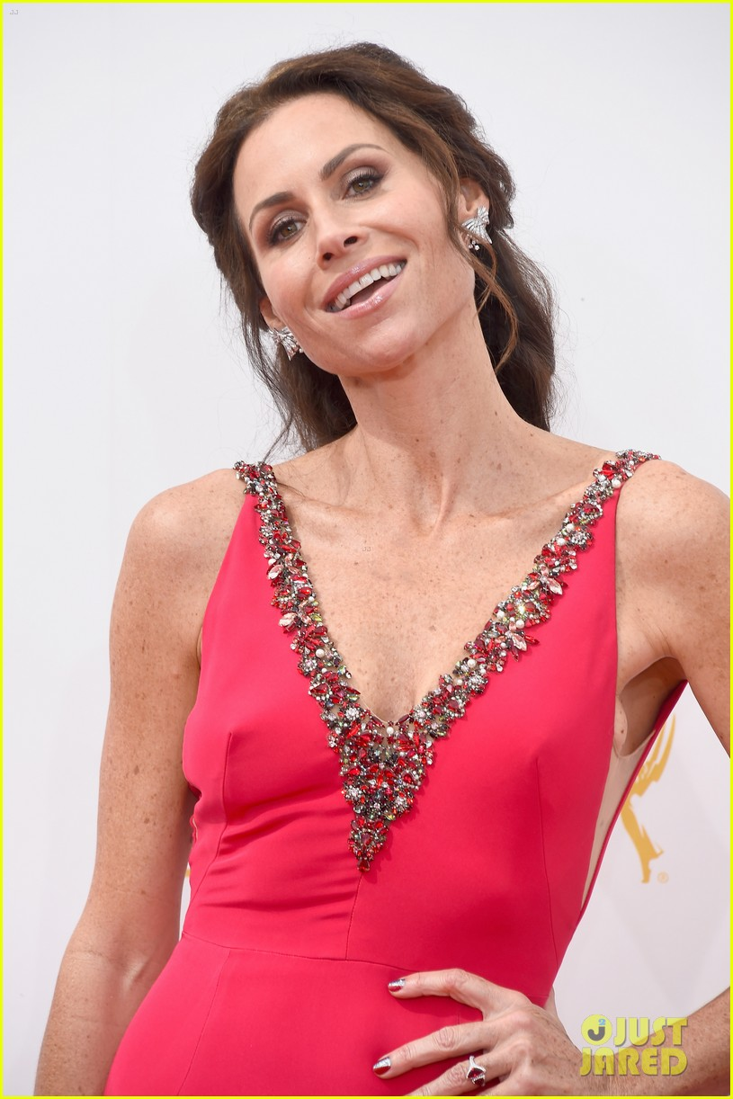 minnie driver debra messing emmys 2014 023183311