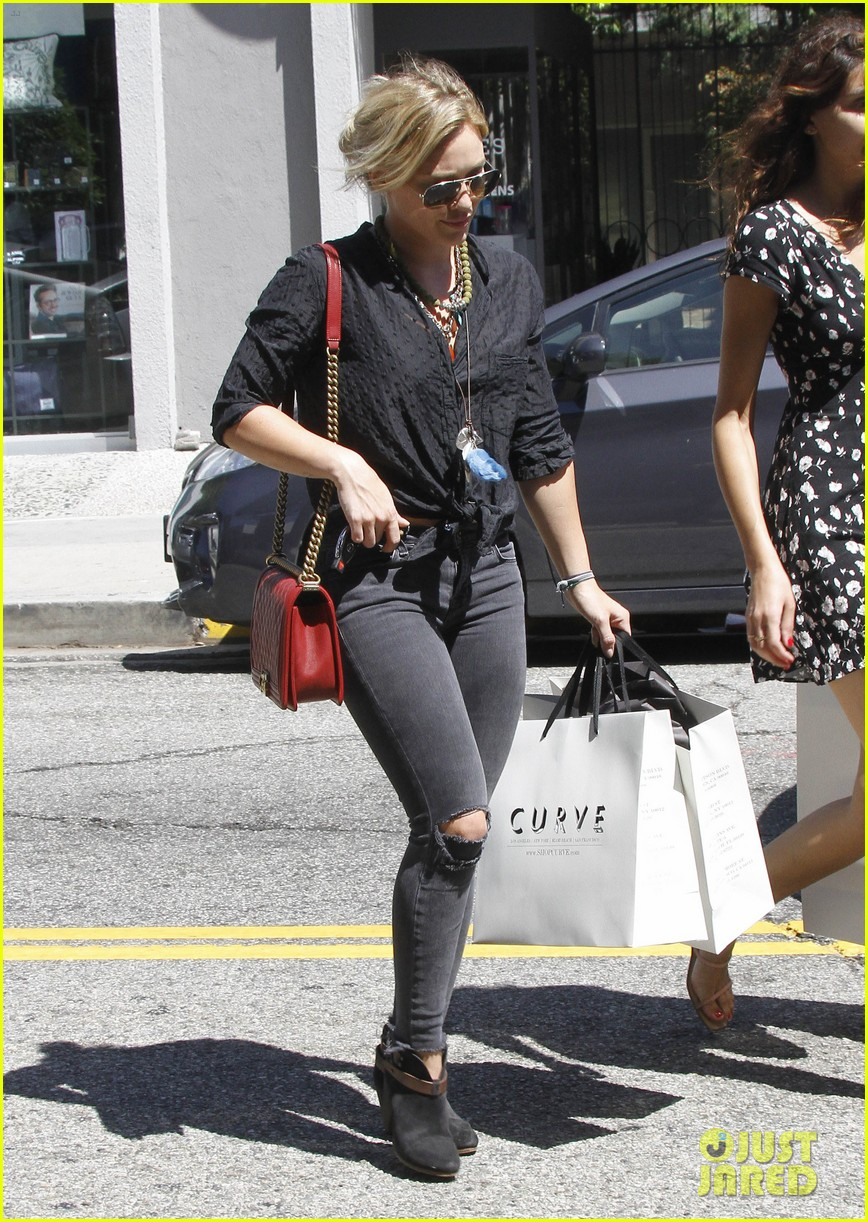 hilary duff album pushed back few months 103186291