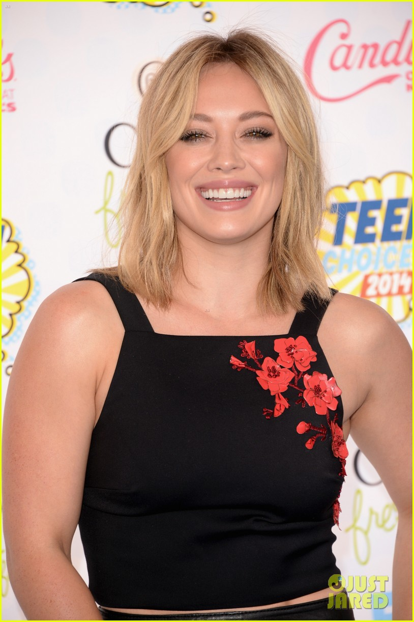 Hilary Duff Goes A Bit Floral At The Teen Choice Awards