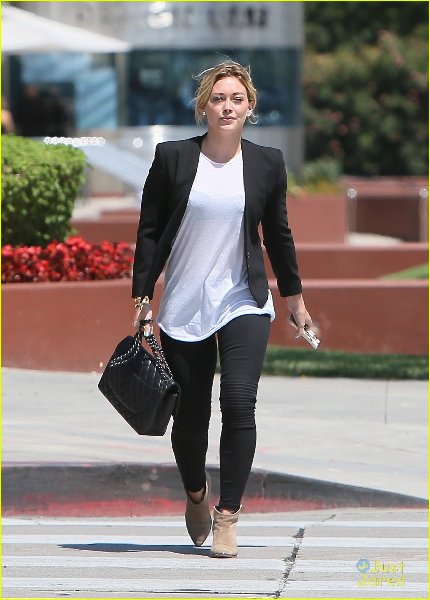 hilary duff steps out after new song 013179893