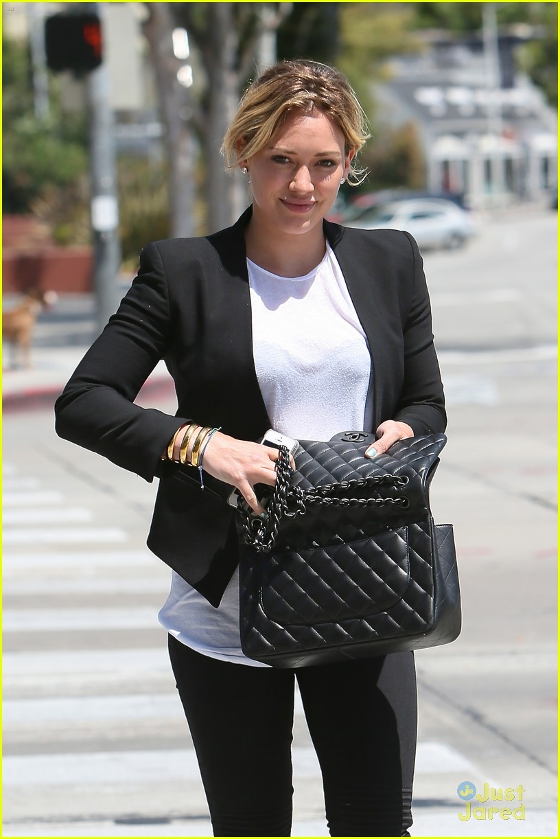 hilary duff steps out after new song 043179896