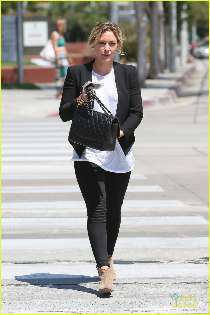 hilary duff steps out after new song 103179902