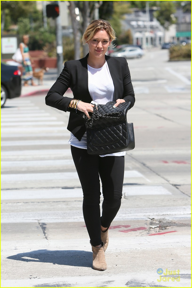 hilary duff steps out after new song 133179905