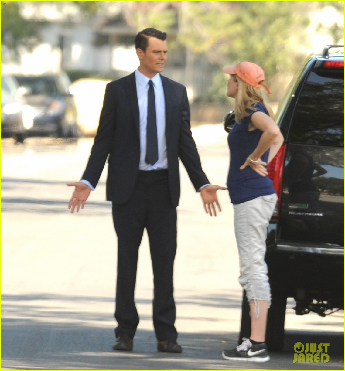 josh duhamel gets soaked for the als ice bucket challenge on battle creek set 013185996