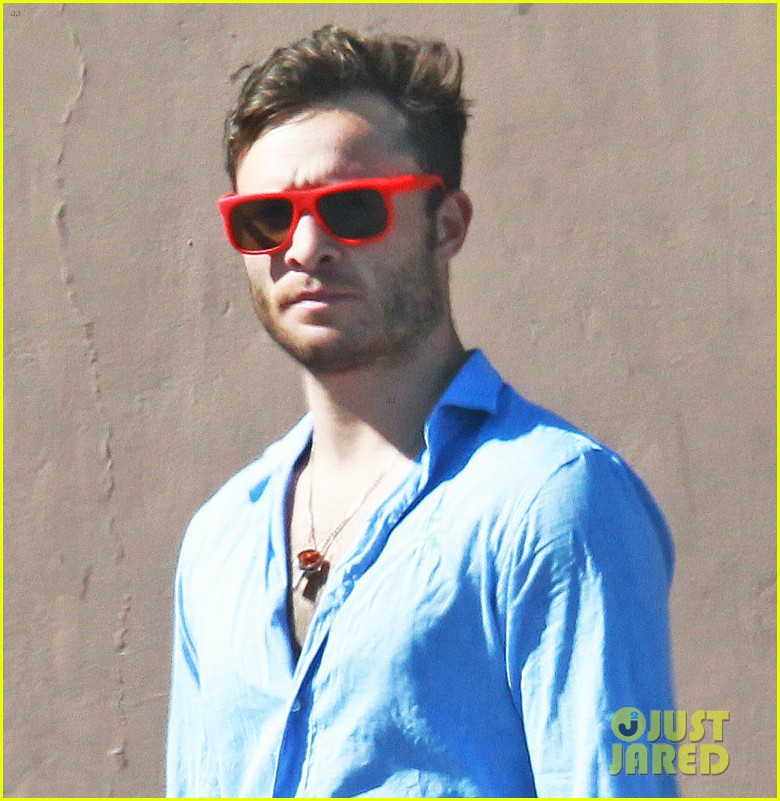 ed westwick buys crutches at ride aid 013180196
