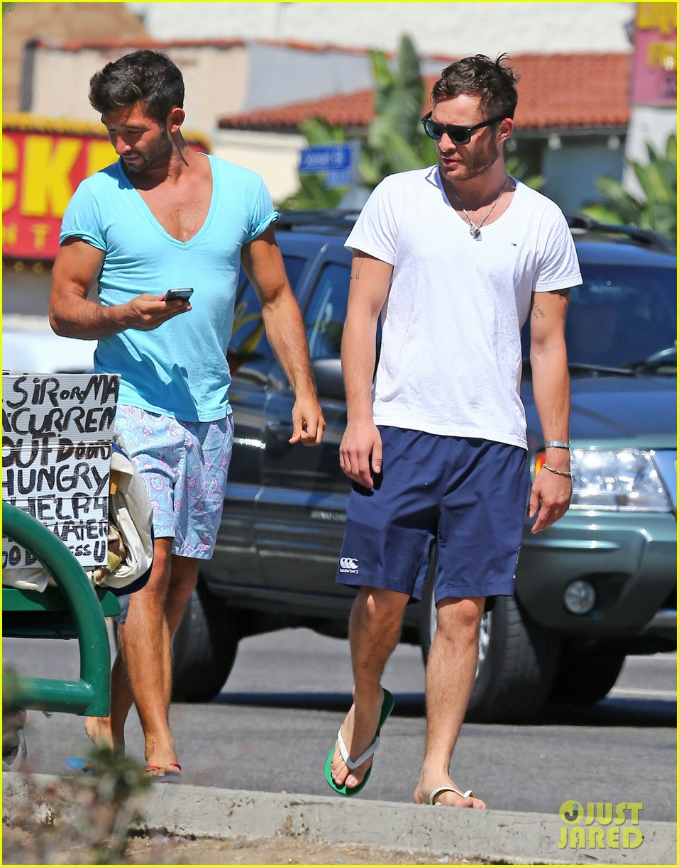 ed westwick starbucks iced coffee 123185120