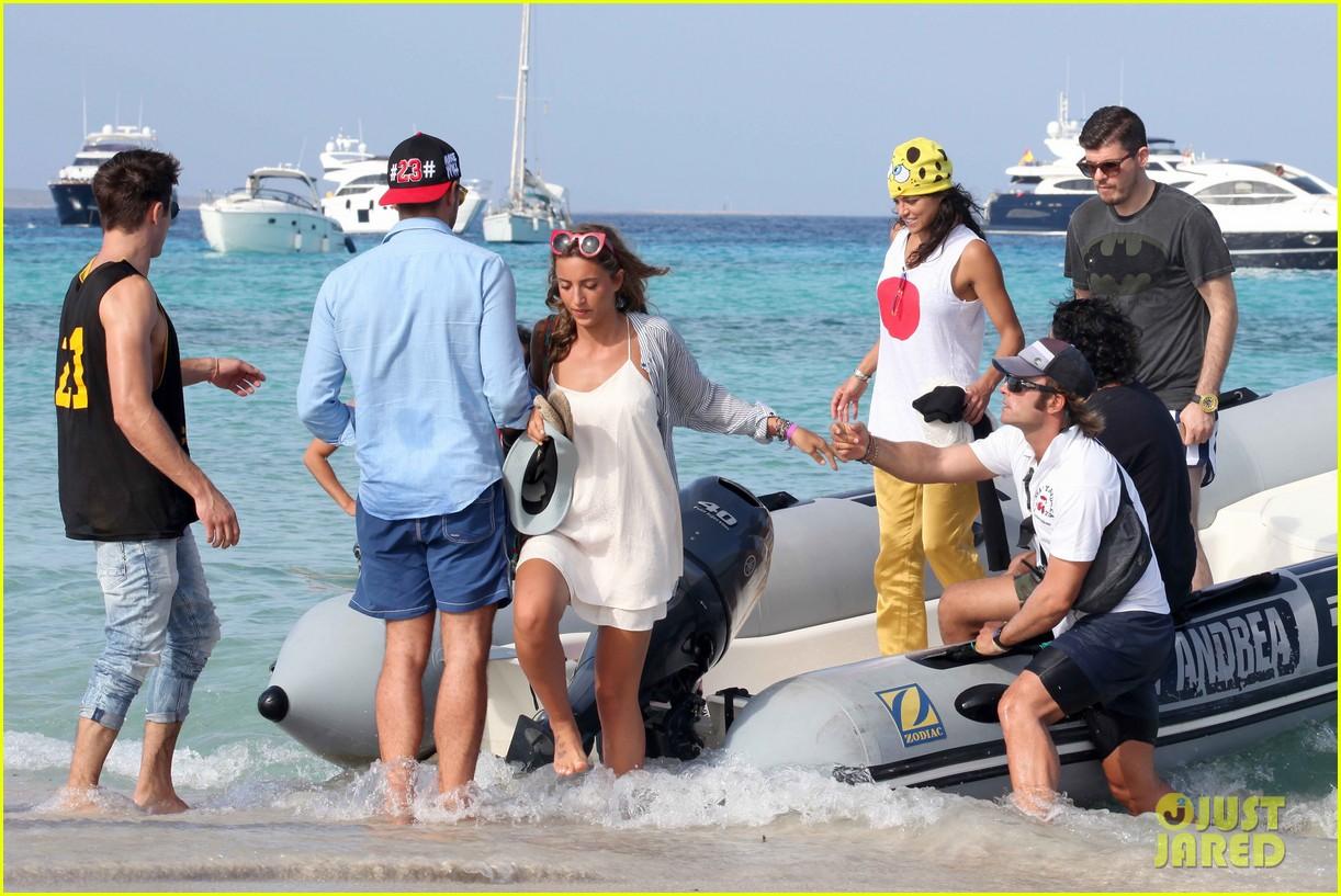 michelle rodriguez zac efron ibiza romance yacht 203169163