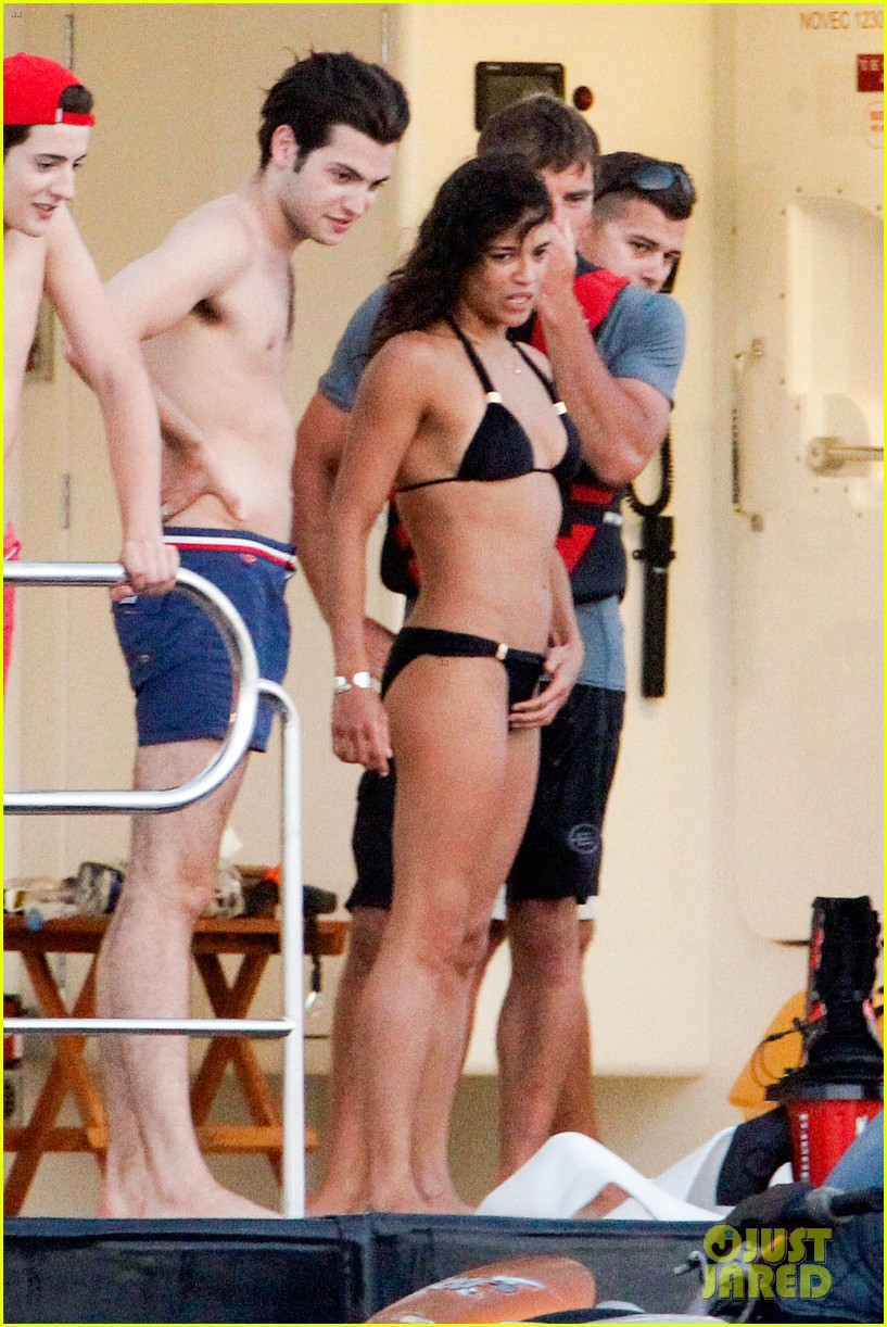 zac efron goes shirtless for jet ski fun with michelle rodriguez 013169326