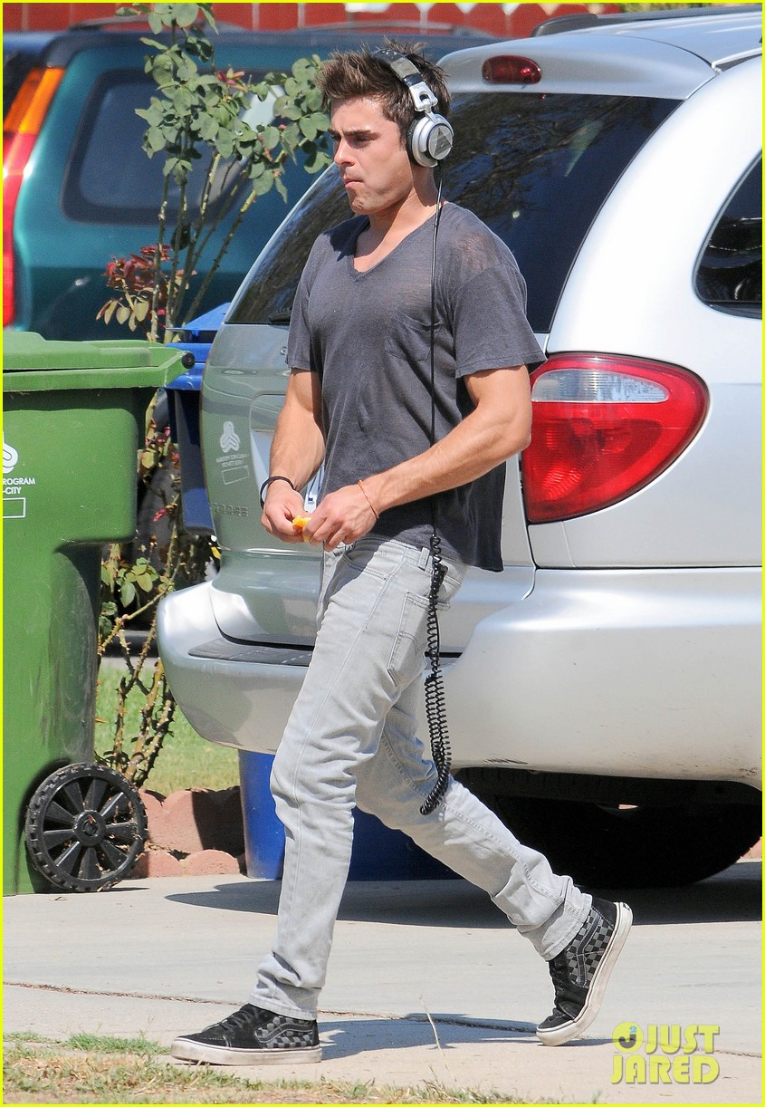 zac efron steps out after split from michelle rodriguez 013179752