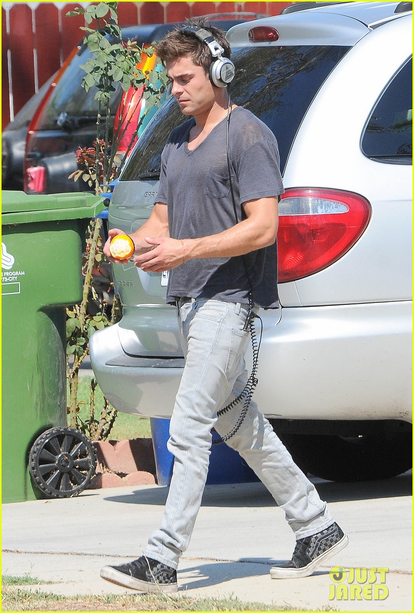 zac efron steps out after split from michelle rodriguez 083179759