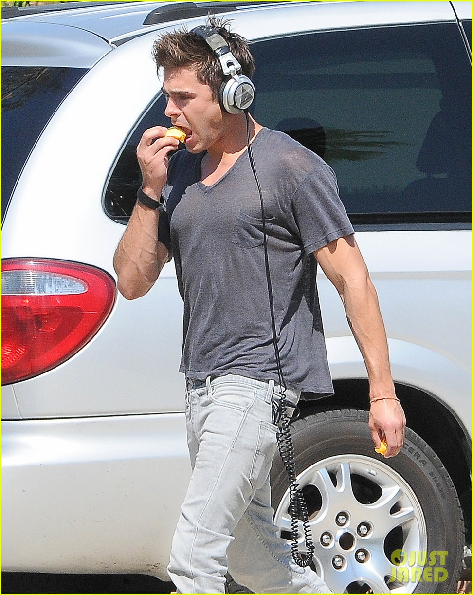 zac efron steps out after split from michelle rodriguez 11