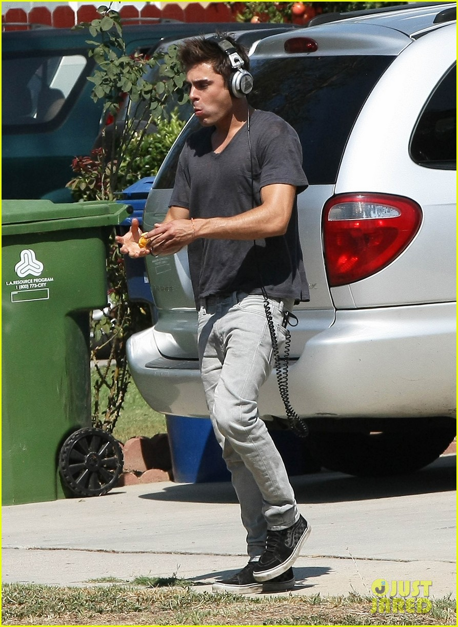zac efron steps out after split from michelle rodriguez 193179770