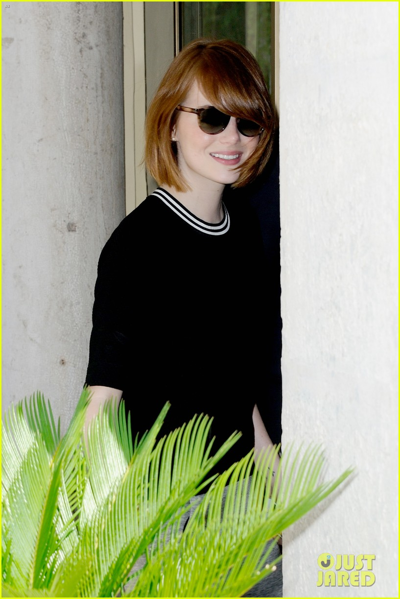 emma stone andrew garfield arm in arm lunch venice 10