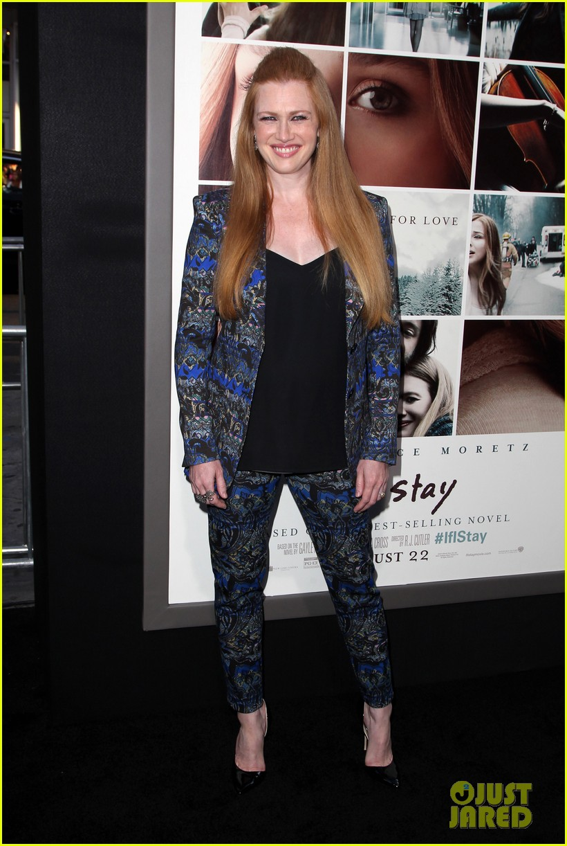 mireille enos debuts post baby body at if i stay premiere 073179940