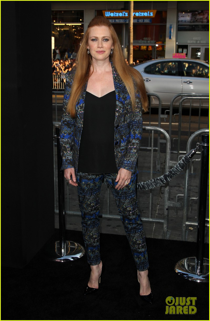 mireille enos debuts post baby body at if i stay premiere 113179944