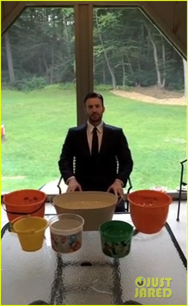 chris evans ice bucket challenge 043180345