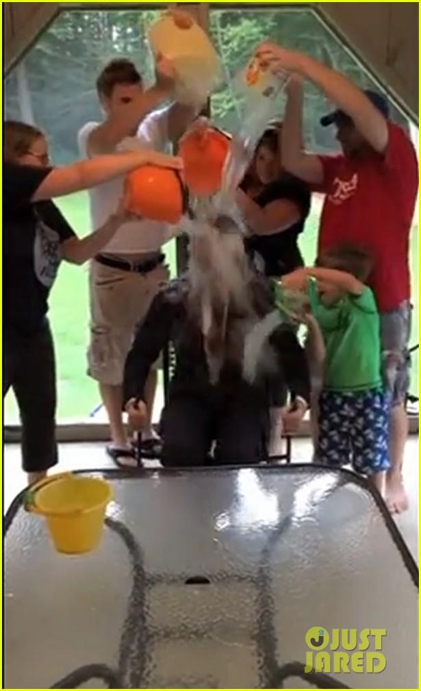 chris evans ice bucket challenge 053180346