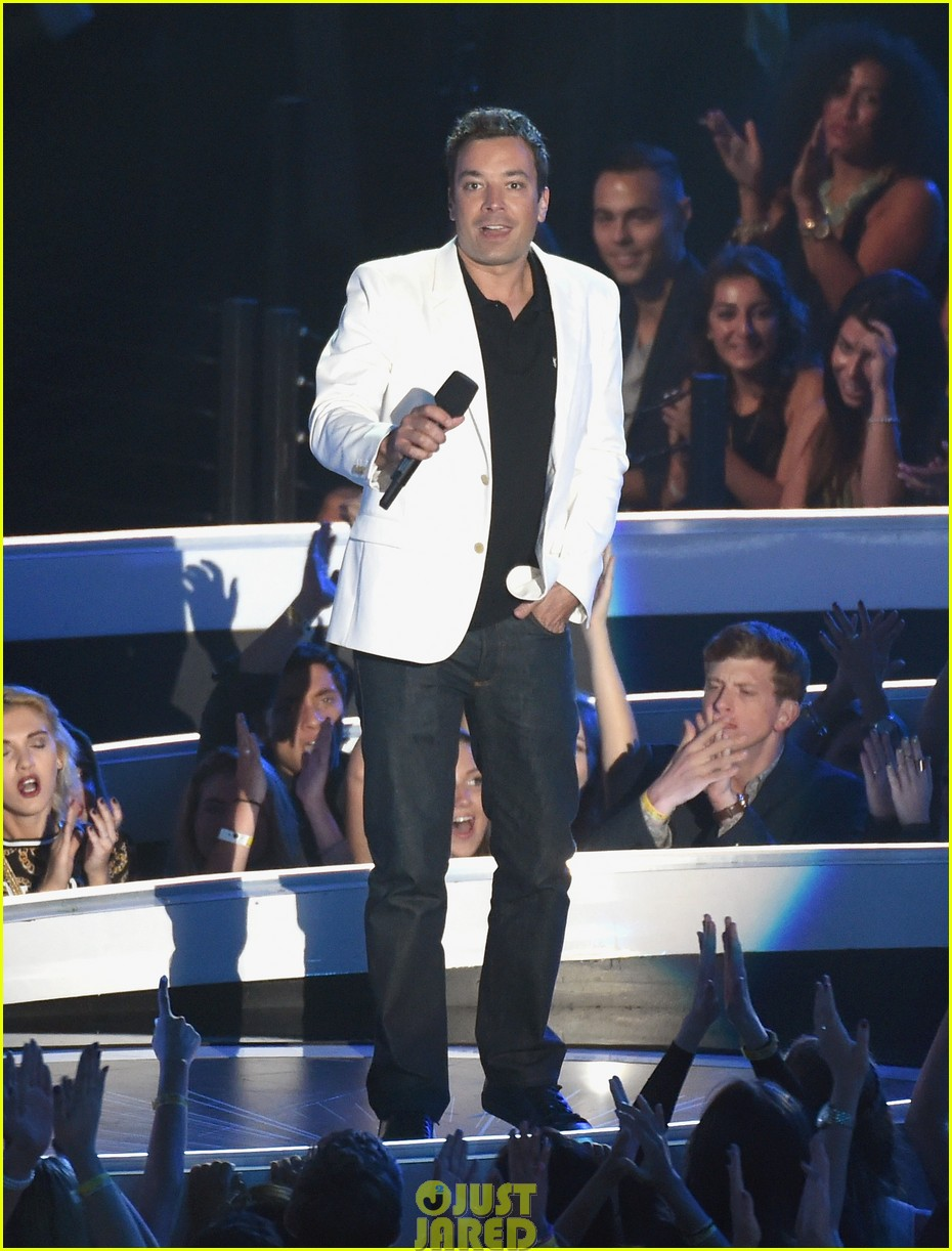 jimmy fallon presents miley cyrus award mtv vmas 033182667