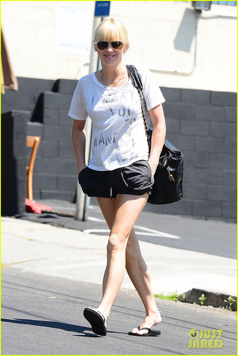 anna faris mom returns in just about a month 043182833