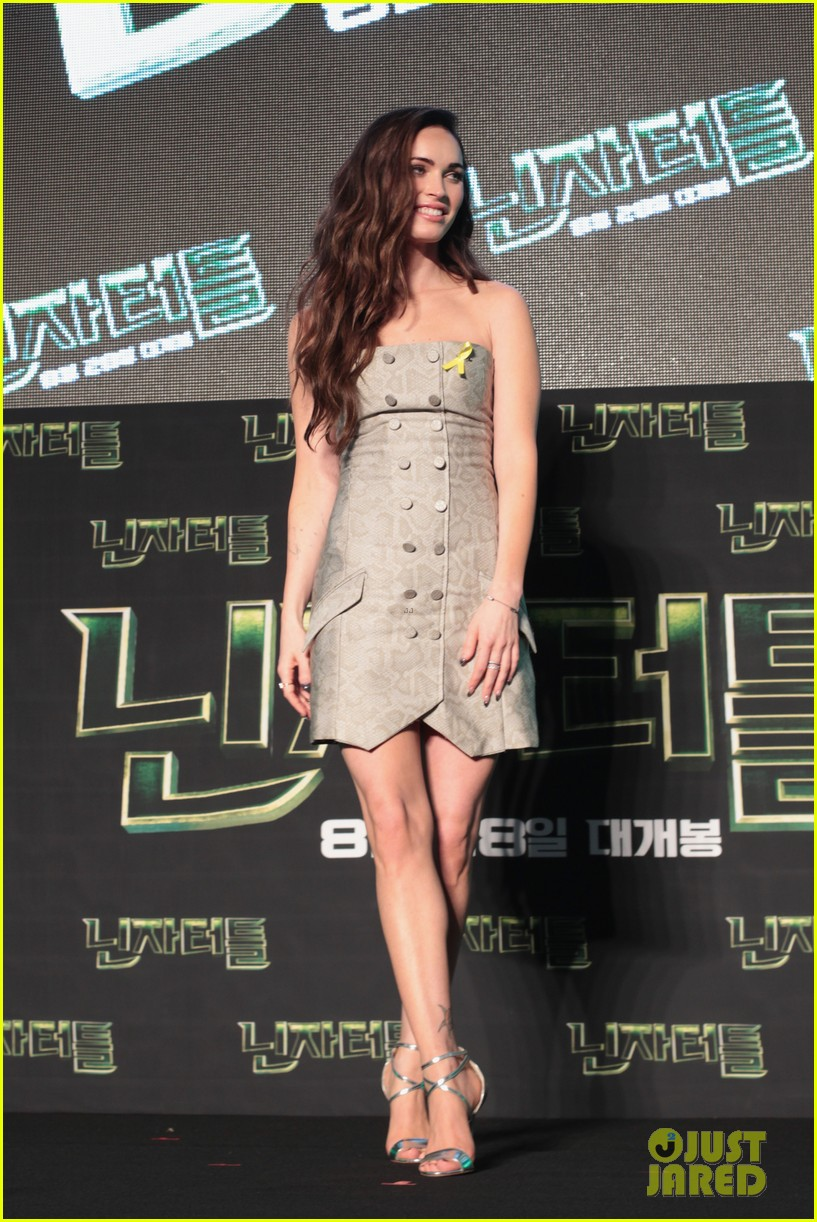 megan fox cant poop alone after having babies 053184296