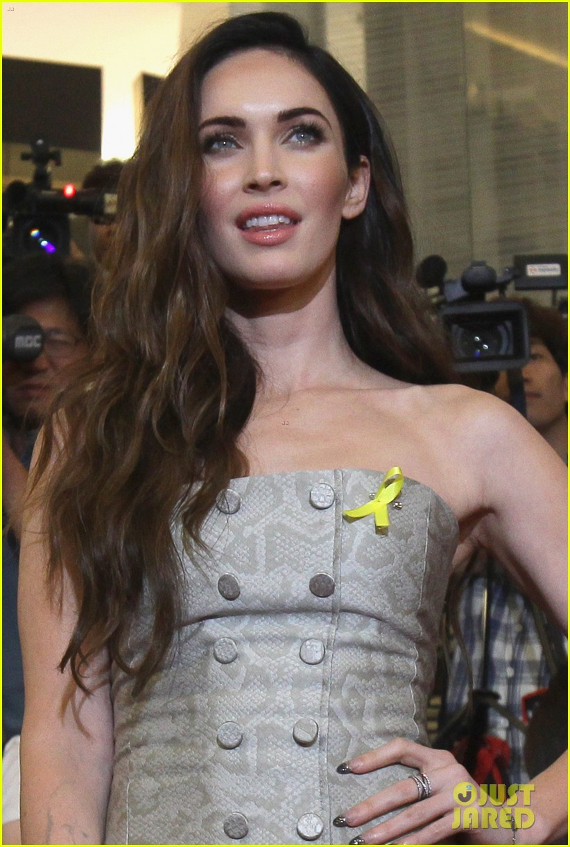 megan fox cant poop alone after having babies 063184297
