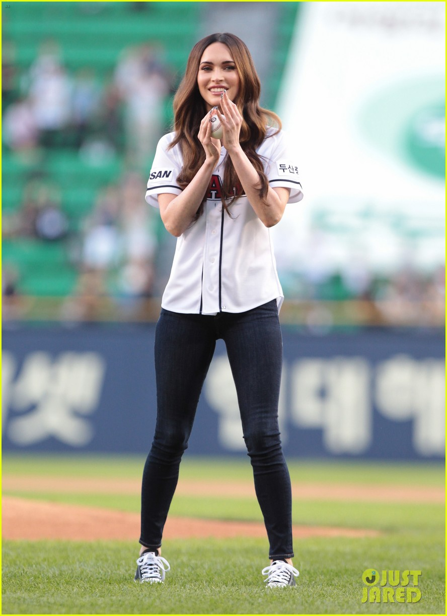 megan fox throws the first pitch attends teenage mutant ninja turtles 06