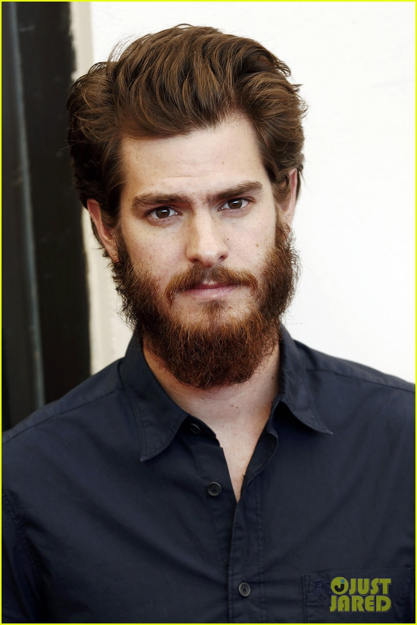 andrew garfield does press with his big bushy beard 10