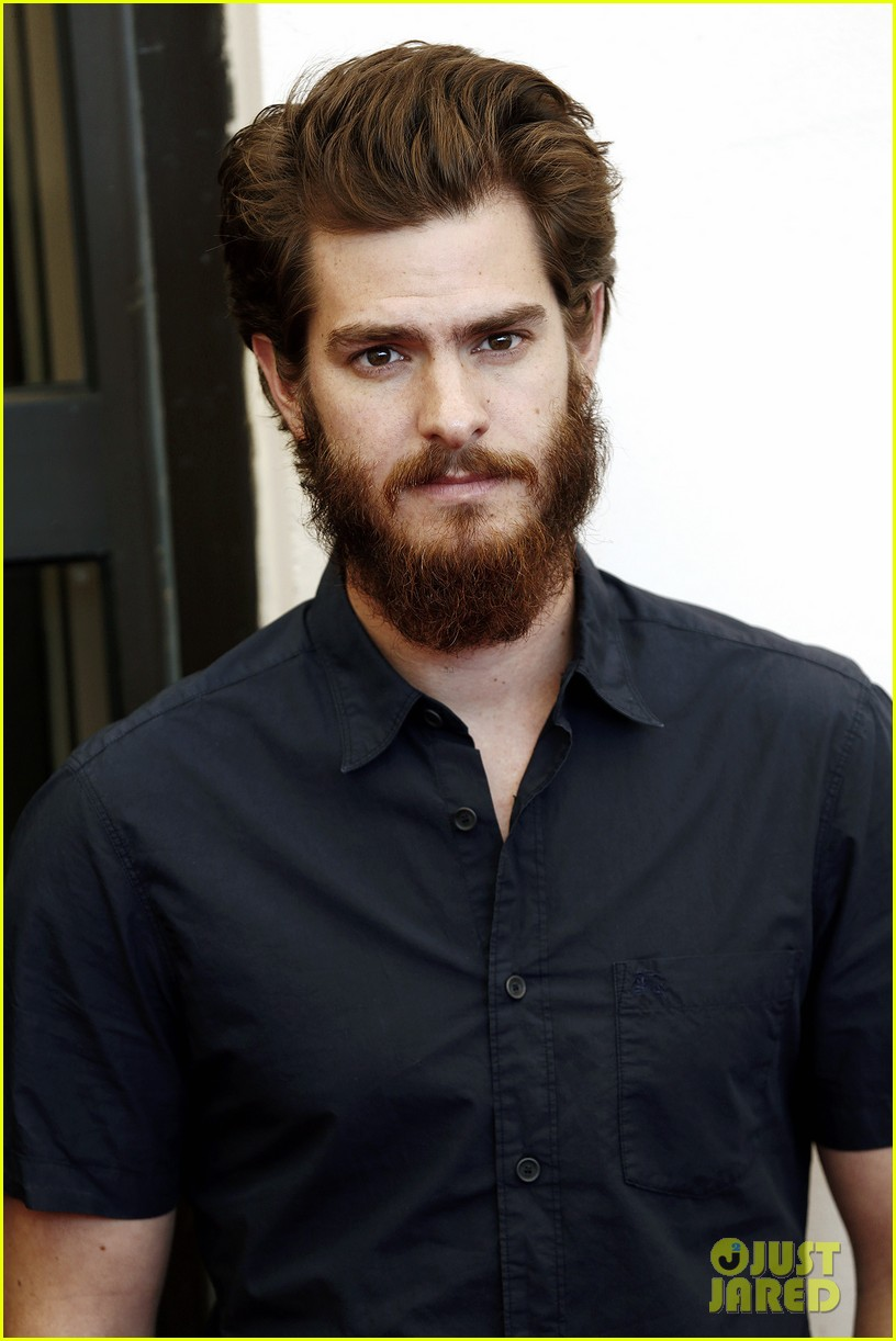 andrew garfield does press with his big bushy beard 123186064