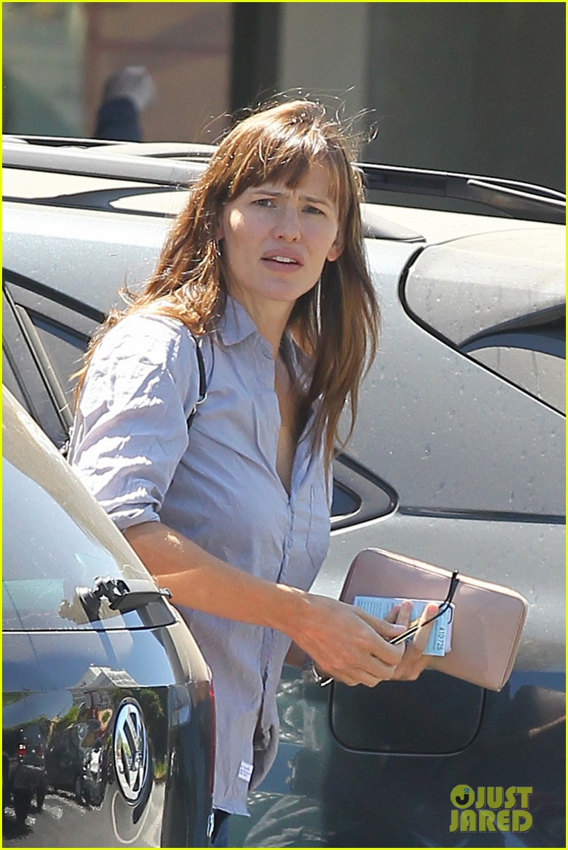 jennifer garner takes some time for sushi 023186226