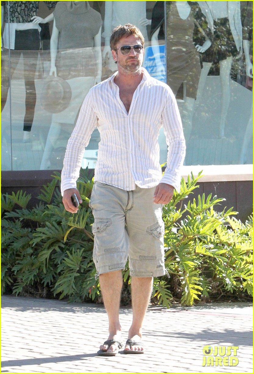gerard butler chest hair shopping malibu 01