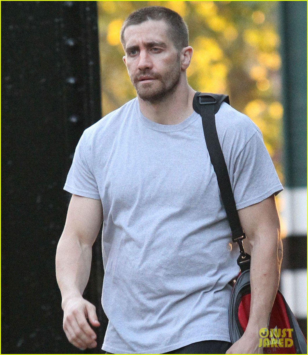 jake gyllenhaal looks great even with facial injuries for southpaw 08