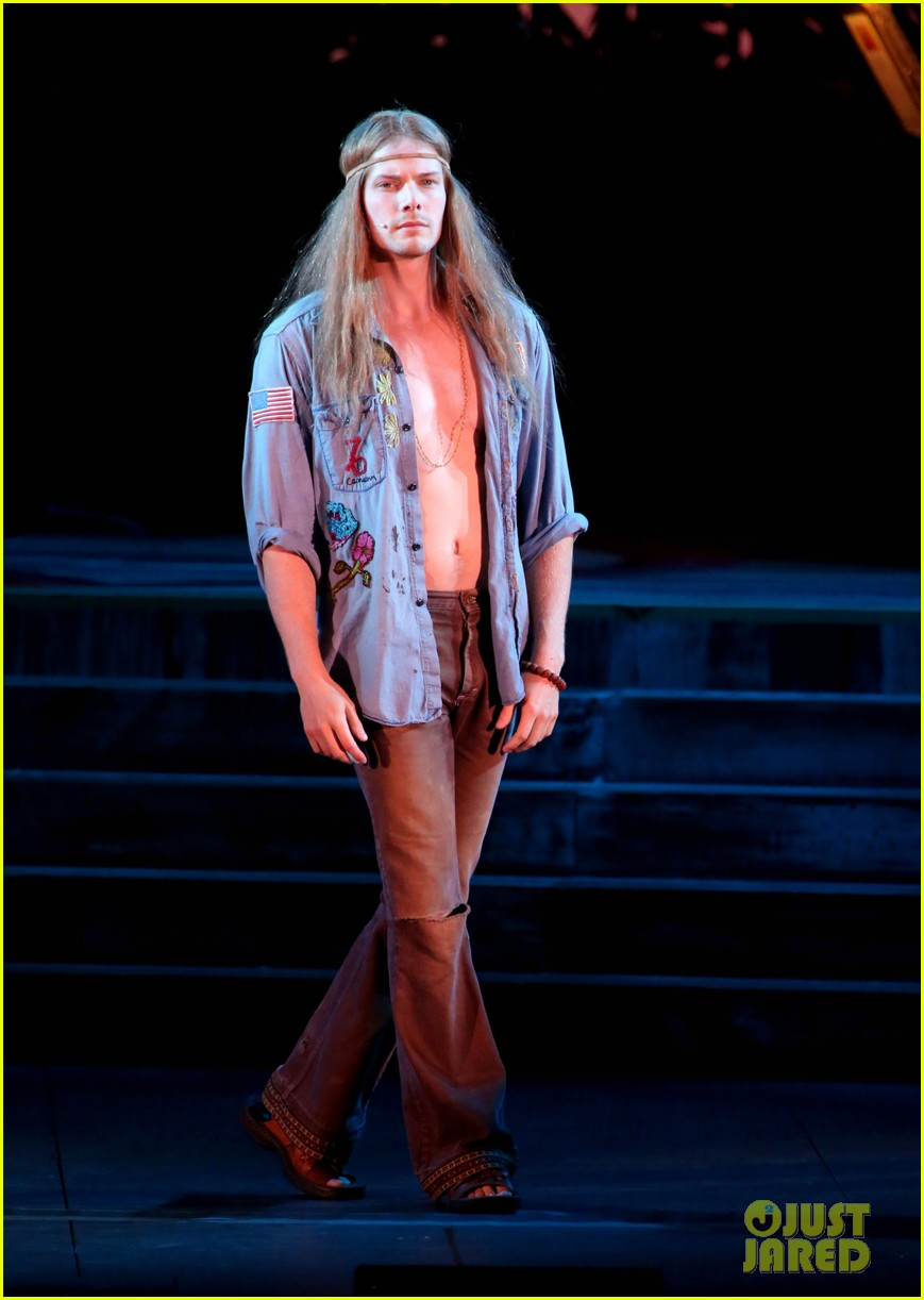 Hunter Parrish Dating Best kristen bell & hunter parrish go back in time for 'hair' - watch