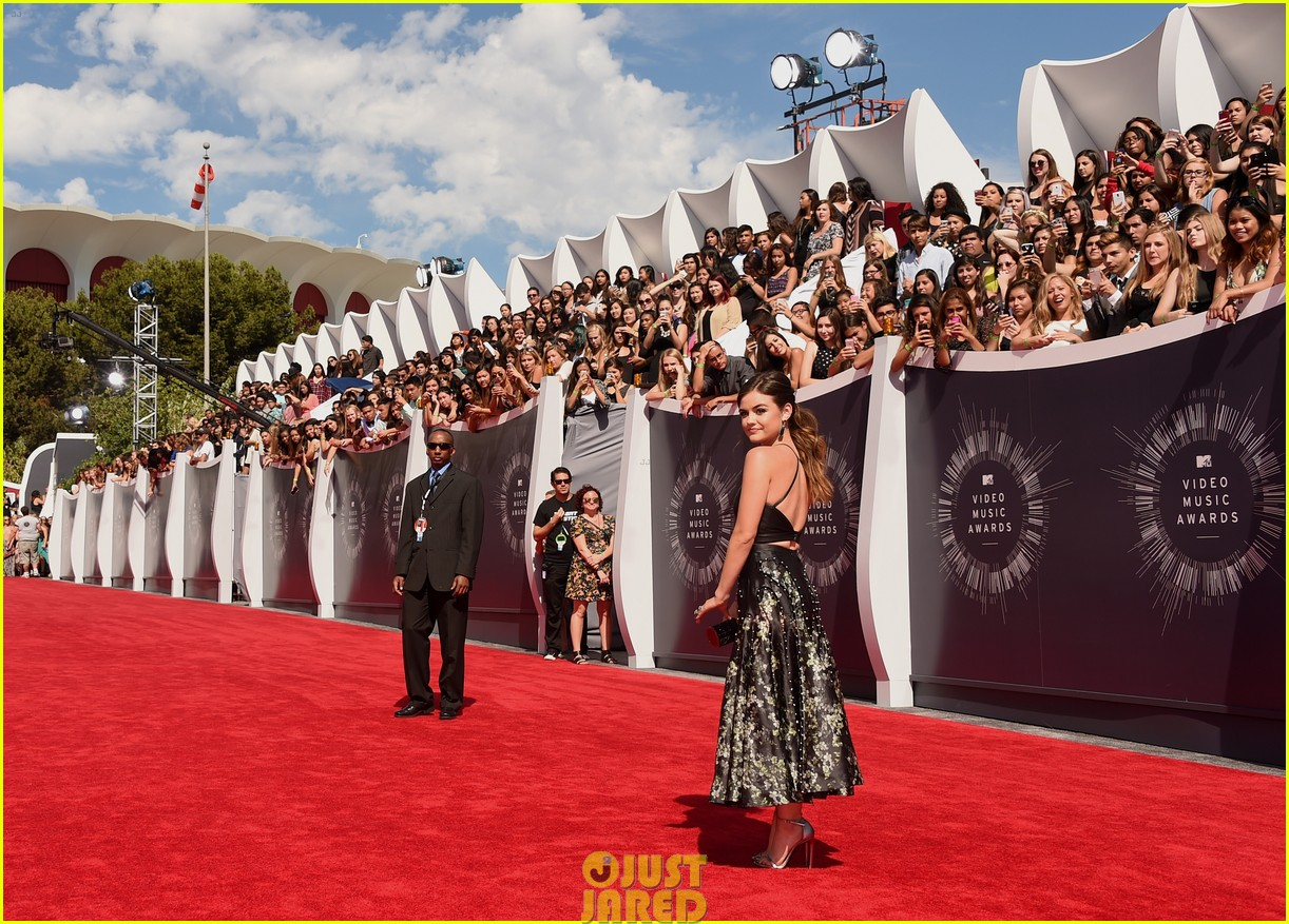 lucy hale hosting vma preshow red carpet 063182266
