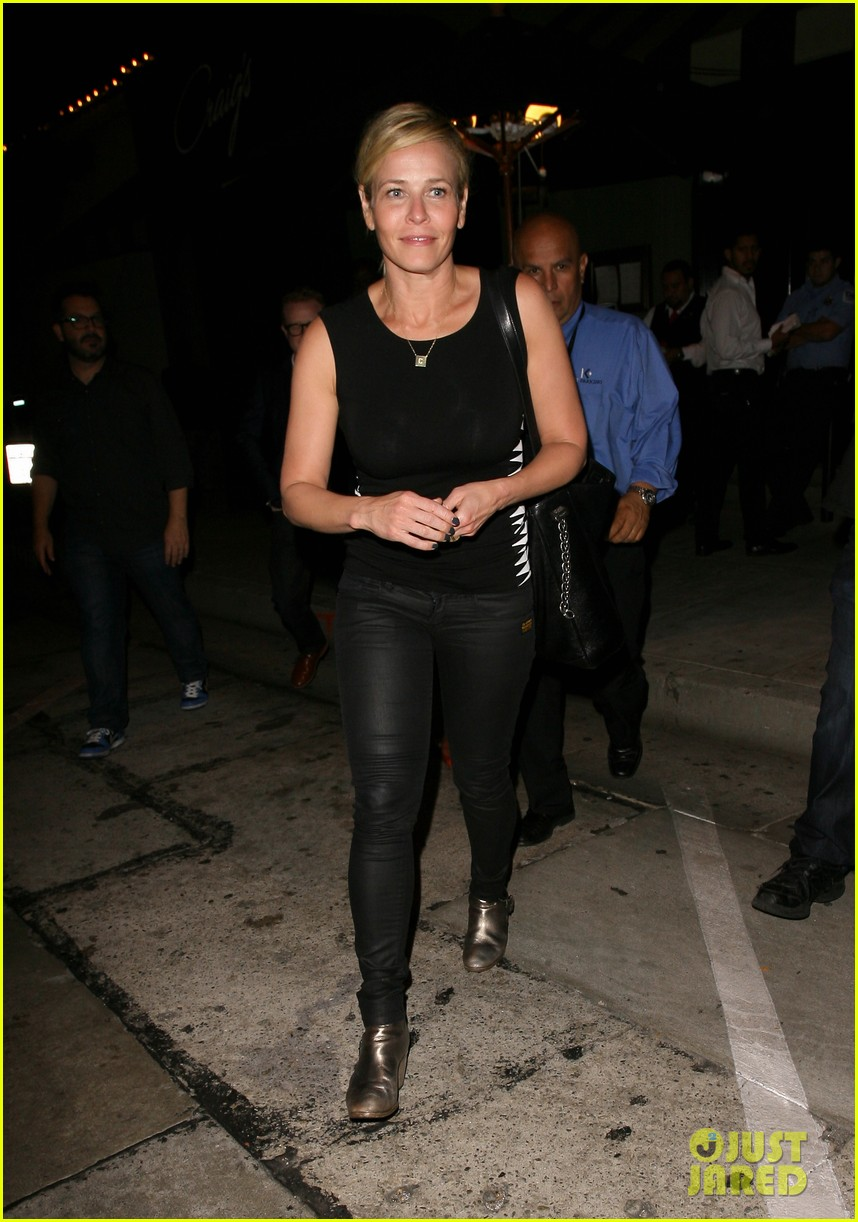 chelsea handler dines with sandra bullock others after goodbye chelsea lately 013184575