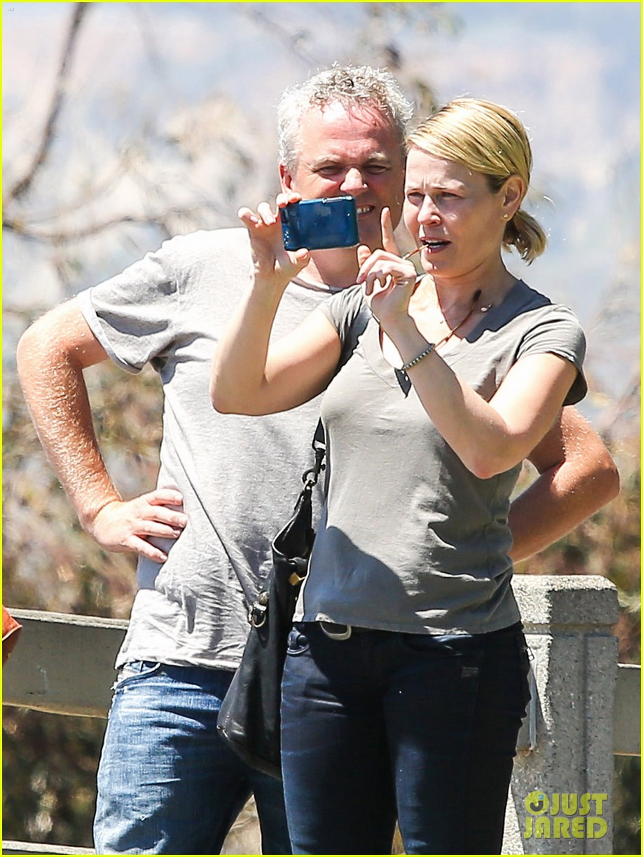 chelsea handler sets date first netflix comedy special 063178568