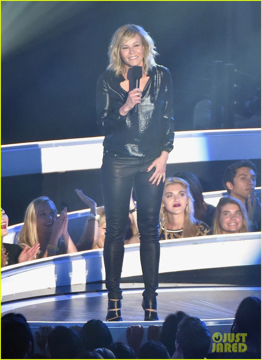 chelsea handler jokes about her small butt mtv vmas 2014 01