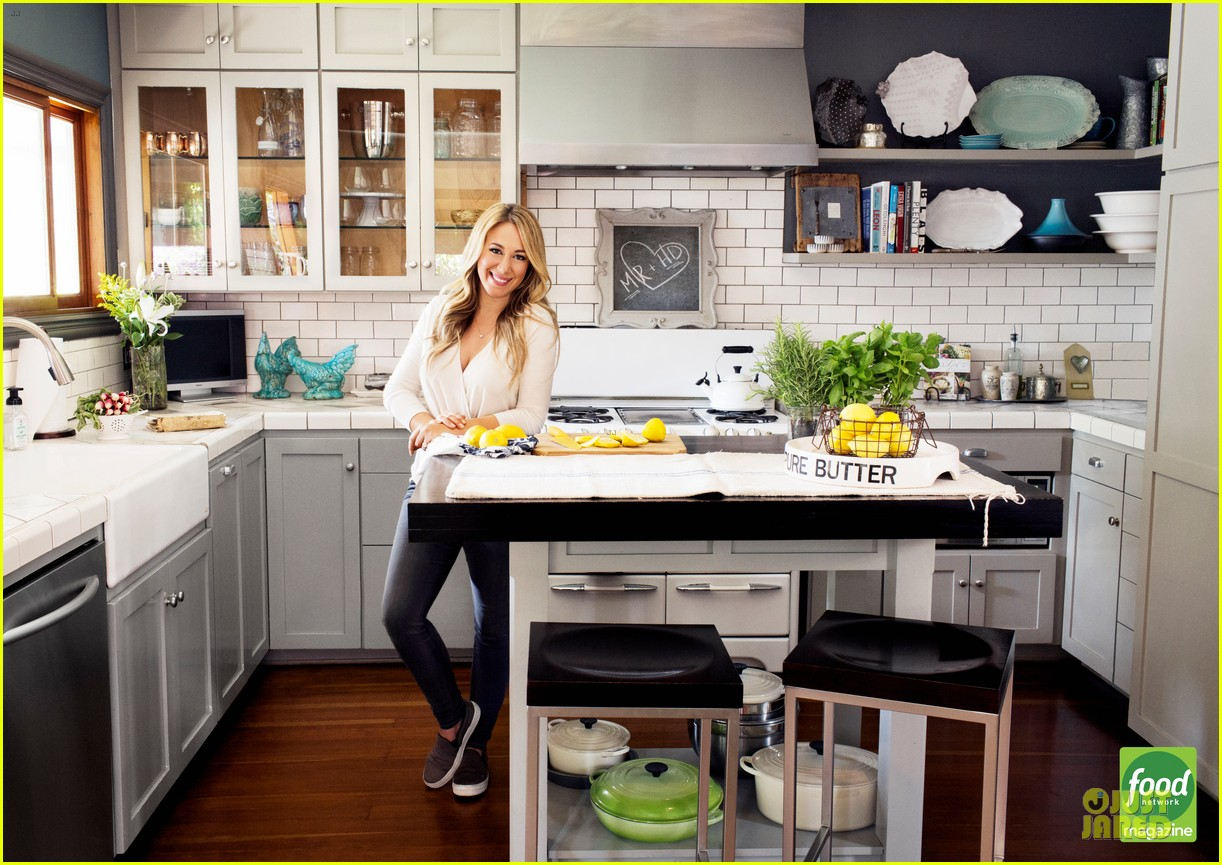 haylie duff shows love for cooking in food network 013173835