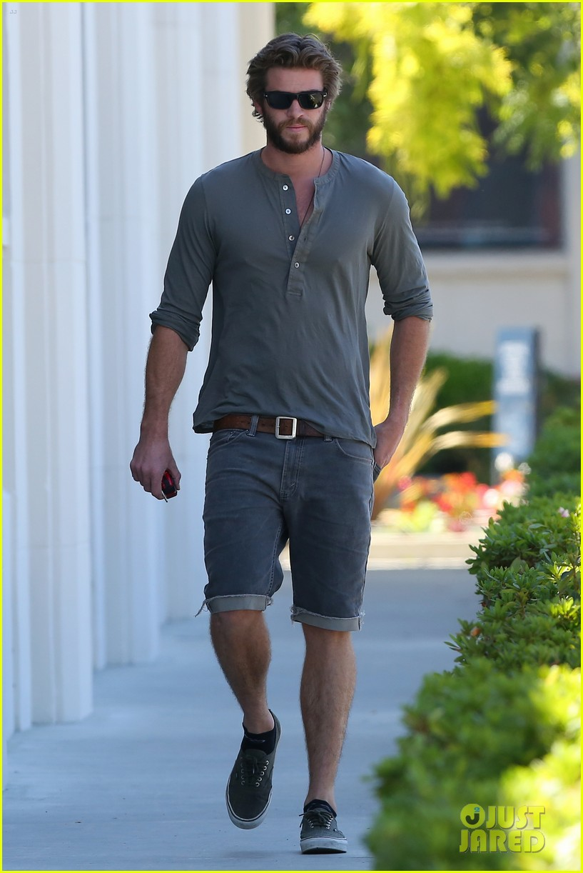 liam hemsworth furniture shopping scruffy beard 053185607