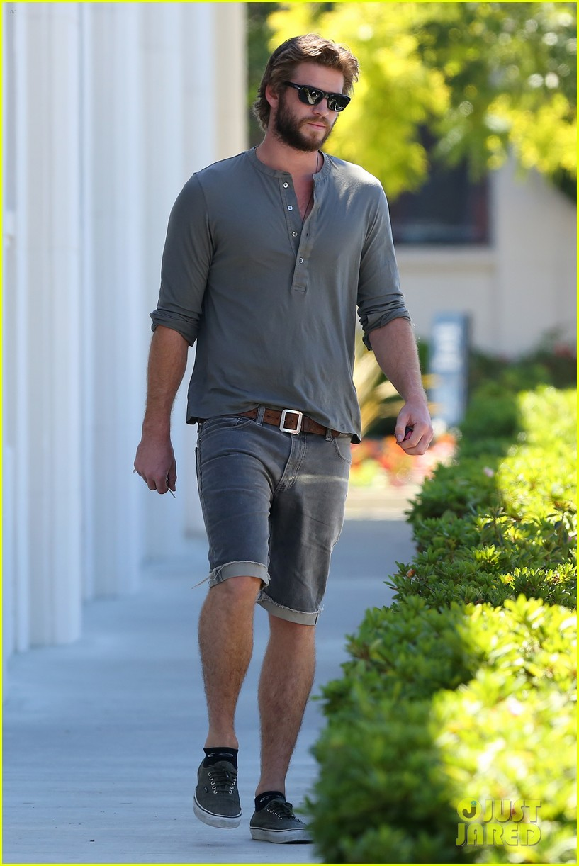 liam hemsworth furniture shopping scruffy beard 103185612