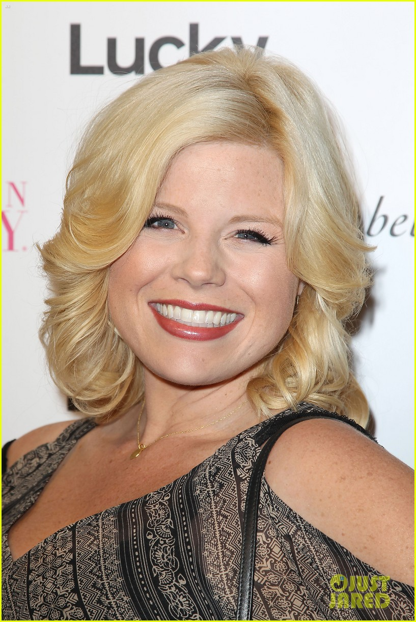 megan hilty says she bullies audiences into buying her cds 023184581