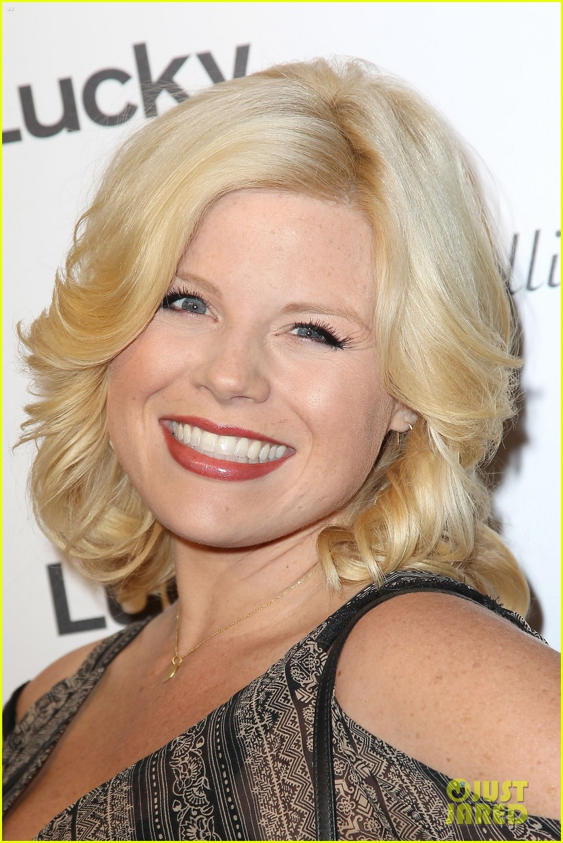 megan hilty says she bullies audiences into buying her cds 083184587