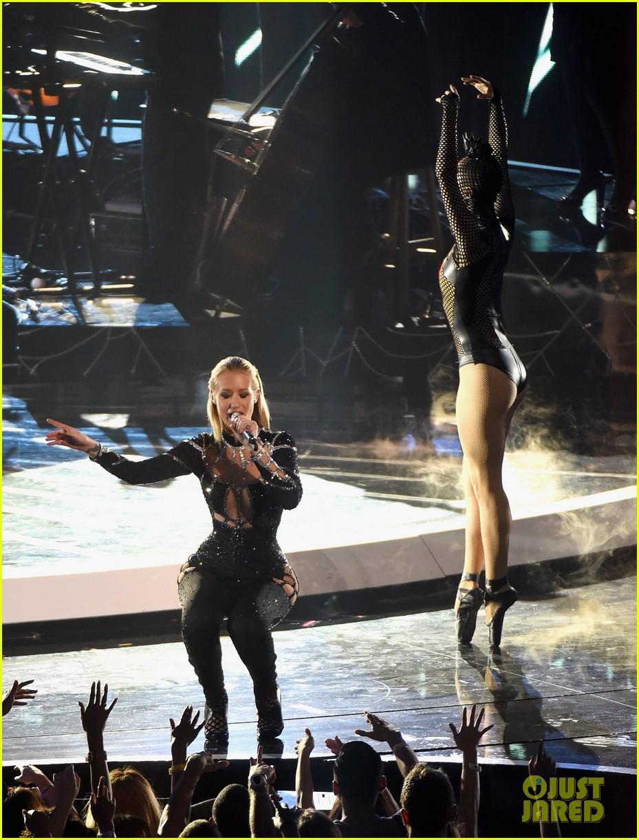iggy azalea rita ora black widow mtv vmas 2014 watch now 033182588