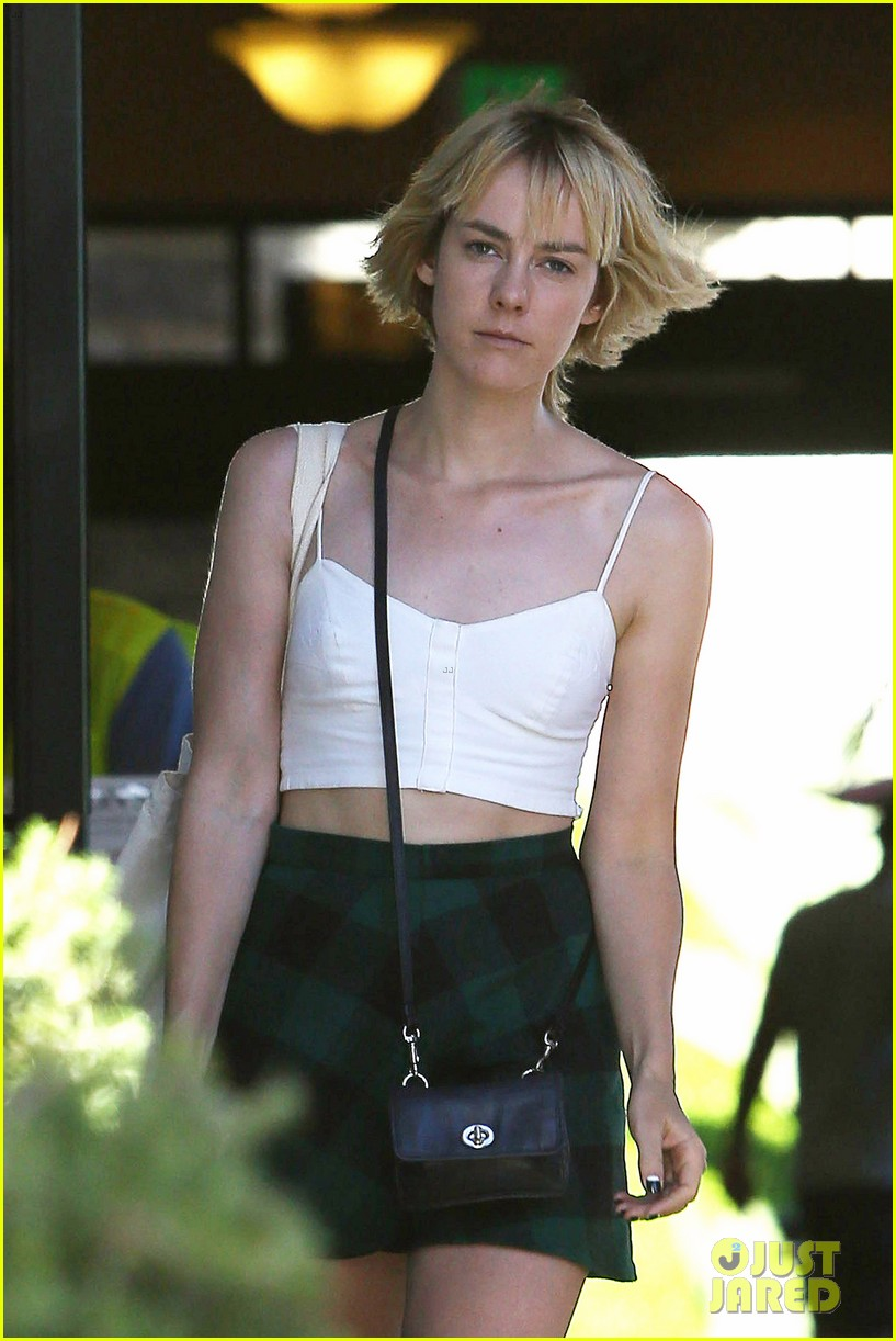 jena malone batman superman set visit rumors 023178005